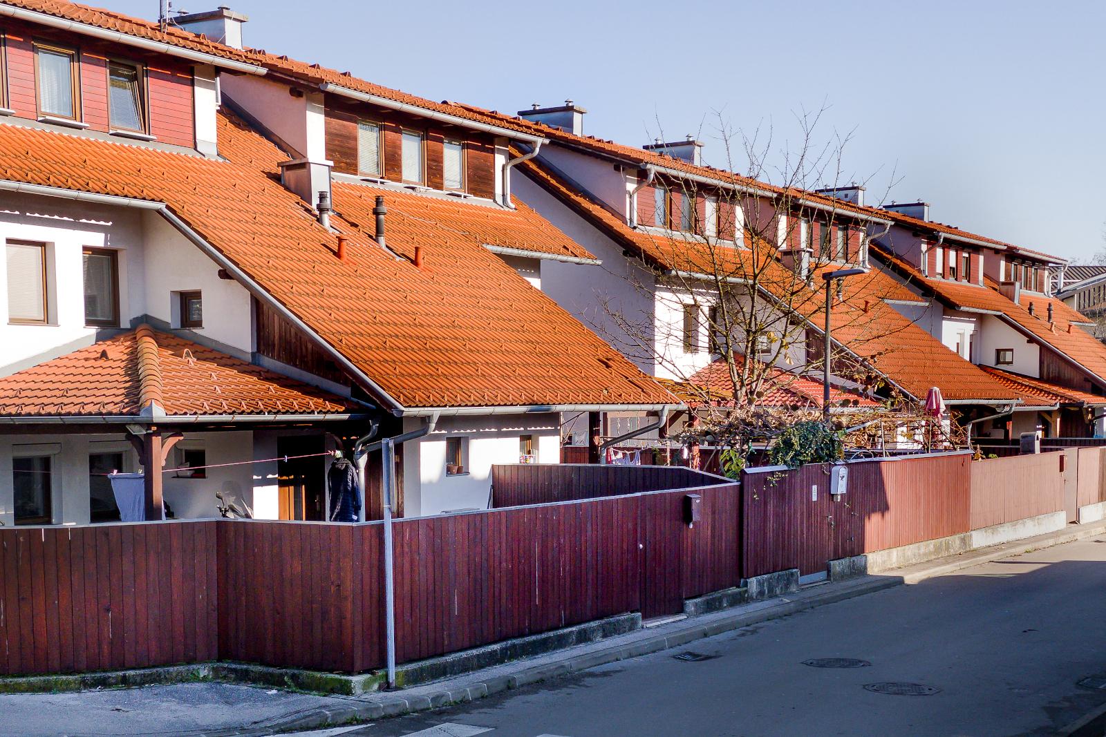 Tomačevo, novogradnja (1996 - 2003), število stanovanj: 112
